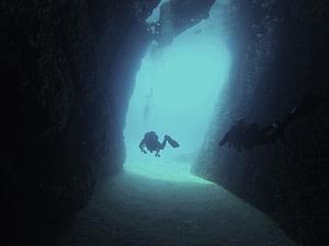Baia di Xlendi, barriera e tunnel Gozo Malta